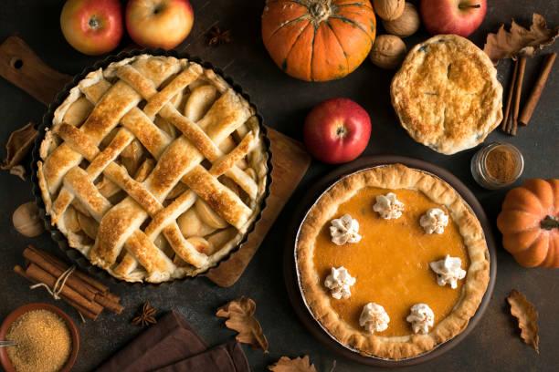 thanksgiving pumpkin and apple various pies - pudim imagens e fotografias de stock