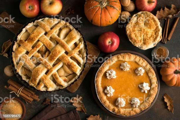 Thanksgiving Pumpkin And Apple Various Pies - Fotografias de stock e mais imagens de Abóbora-Menina - Cucúrbita