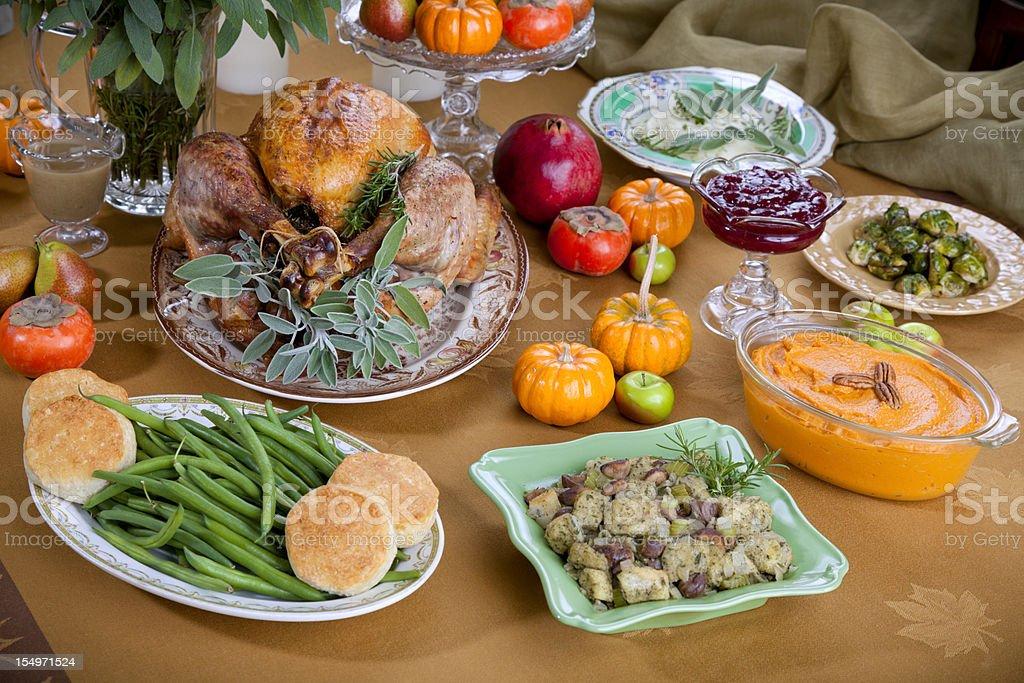 Peru assado para o jantar de Ação de Graças de mesa do bufê - foto de acervo