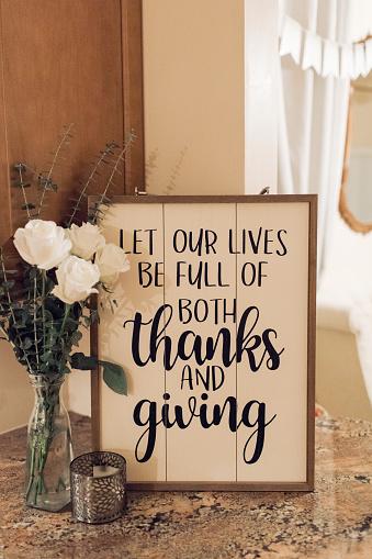 Thanksgiving table decoration inspiration. Warm & Cozy Thanksgiving Dining Table Decor.