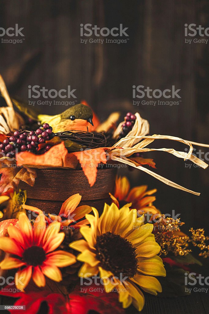 Thanksgiving still life background with sunflowers and bird foto royalty-free