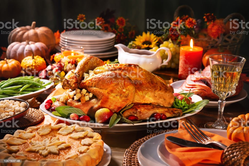 Thanksgiving turkey dinner - Zbiór zdjęć royalty-free (Bankiet)