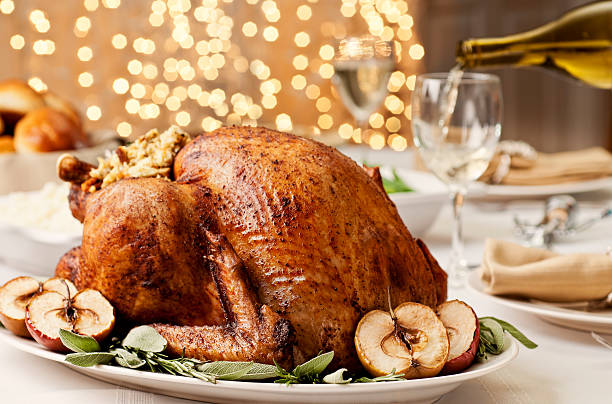 thanksgiving turkey - gebraden vlees stockfoto's en -beelden