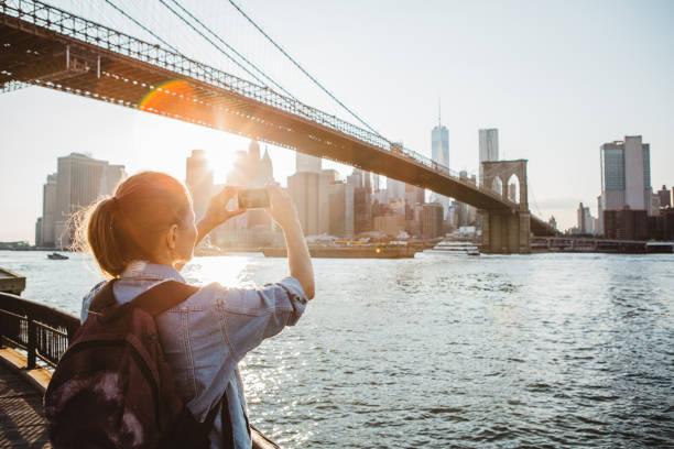itu pemandangan yang harus kau abadikan! - traveler new york potret stok, foto, & gambar bebas royalti