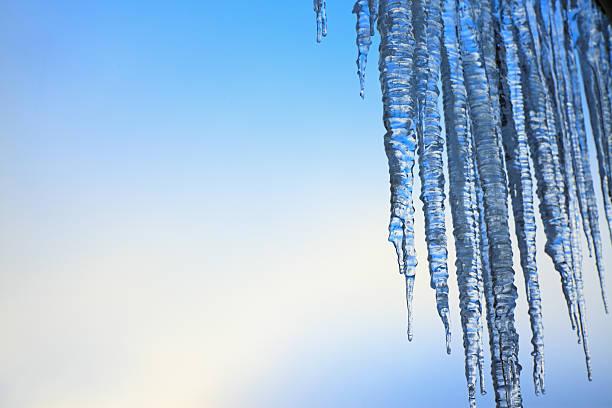 Tauende Eiszapfen – Foto
