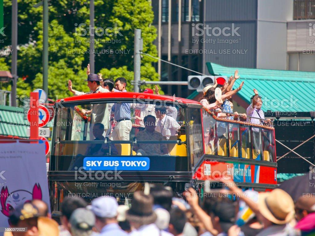 37 아사쿠사 삼 바 카니발 (2018)-도쿄 스카이 버스 스톡 사진