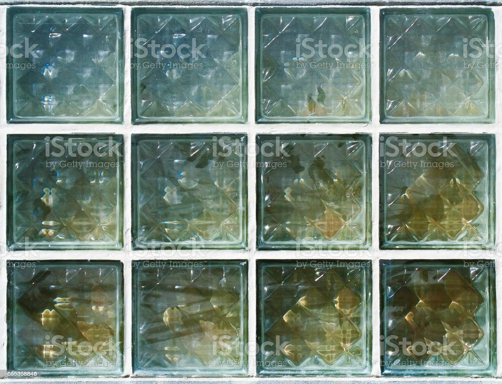 The 4x3 pattern of glass block on wall - Photo