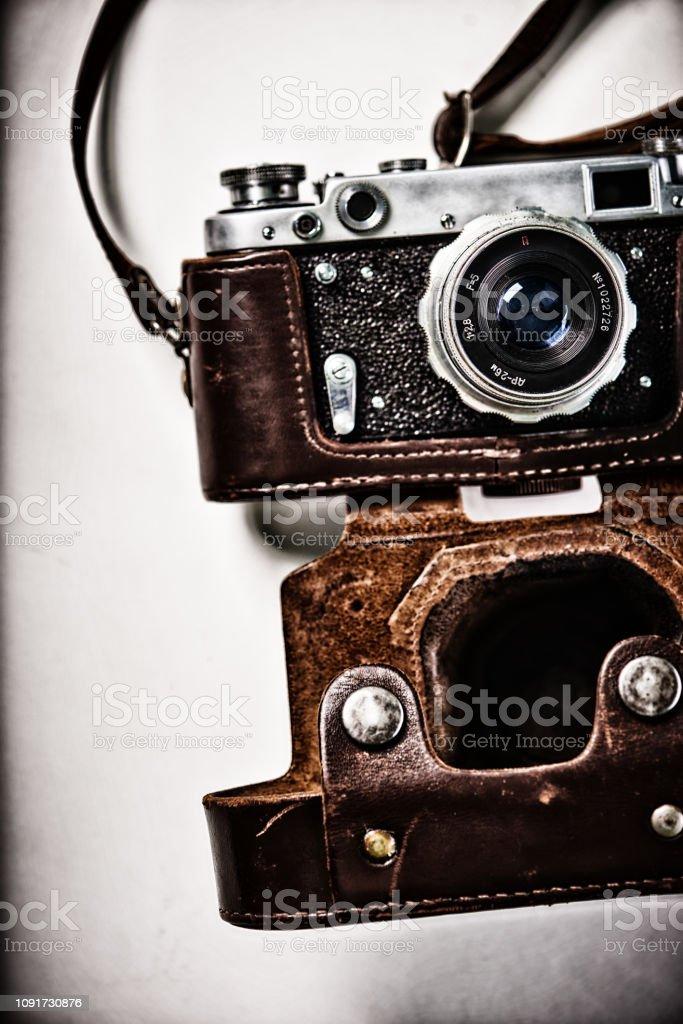 Die 50er Jahre Vintage Foto-Kamera von hellem Hintergrund – Foto