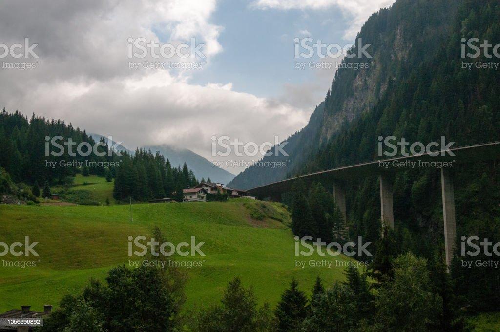 Die Autobahn A13 in Österreich – Foto