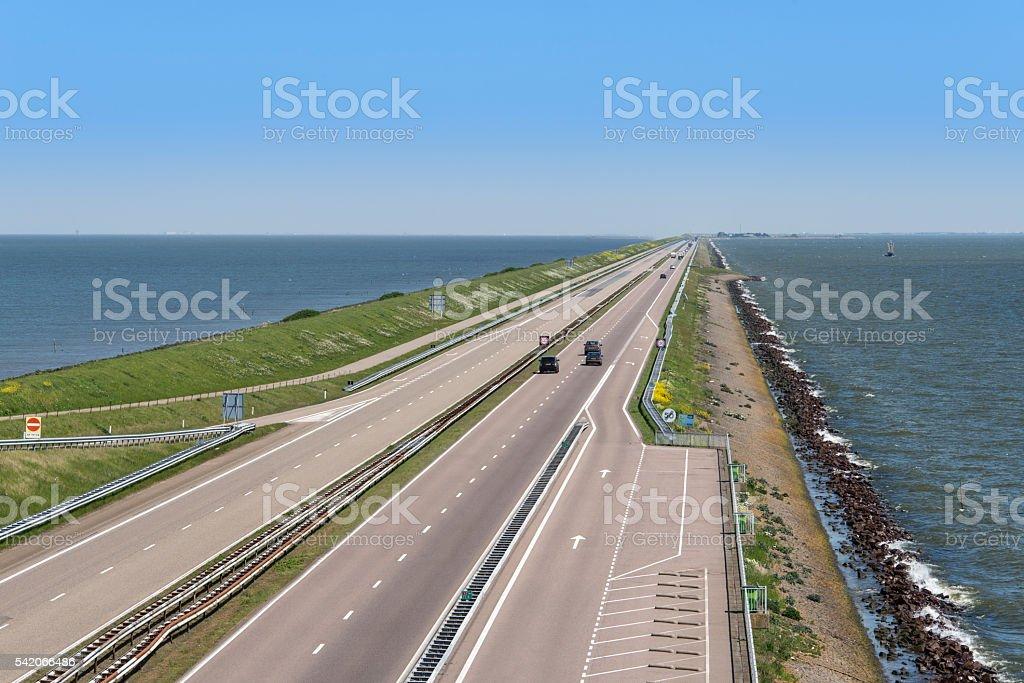 The Afsluitdijk dam in the Netherlands foto