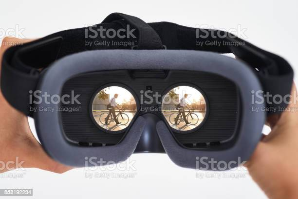 The age of virtual reality is here picture id858192234?b=1&k=6&m=858192234&s=612x612&h=ivjoe94snaygzegg0ylri4dkc92dg4xov9msvsjmd3g=