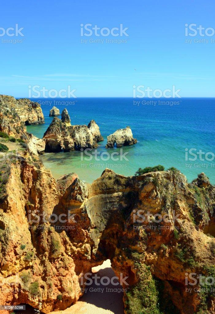The Algarve - view over Prainha beach - cliffs and islets - Portugal - fotografia de stock