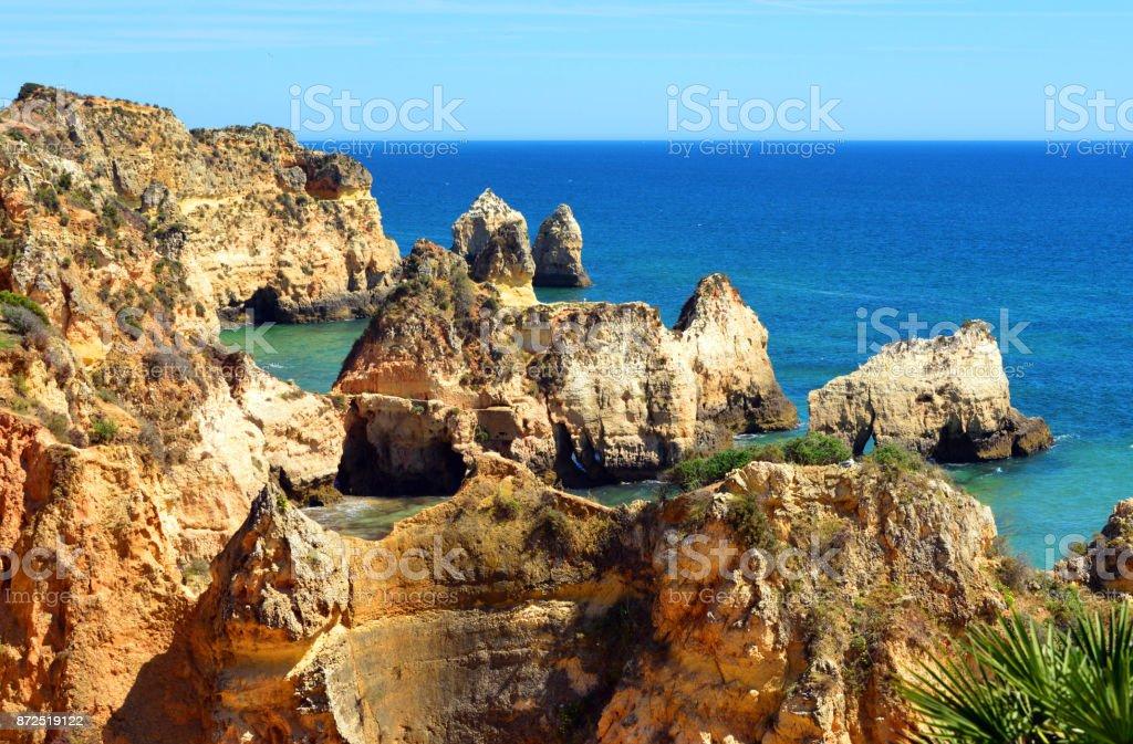 The Algarve's dramatic coastline - Prainha beach - Portugal - fotografia de stock