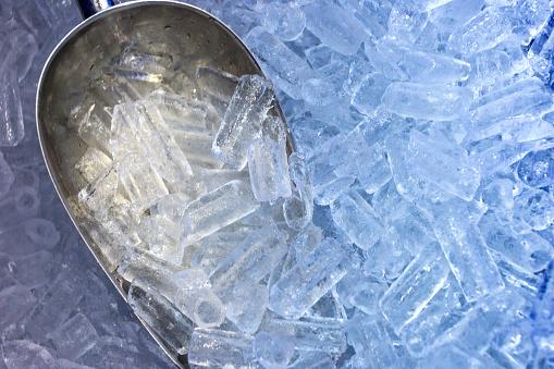 The aluminum scoop and ice
