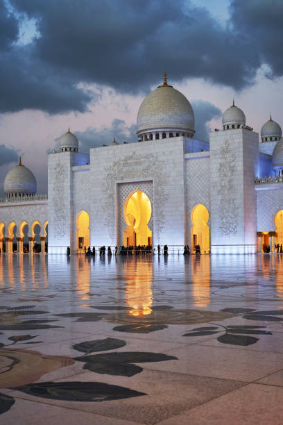 the amazing Sheikh Zayed grand mosque in Abu Dhabi, uae view of the famous white mosque in Abu Dhabi grand mosque stock pictures, royalty-free photos & images