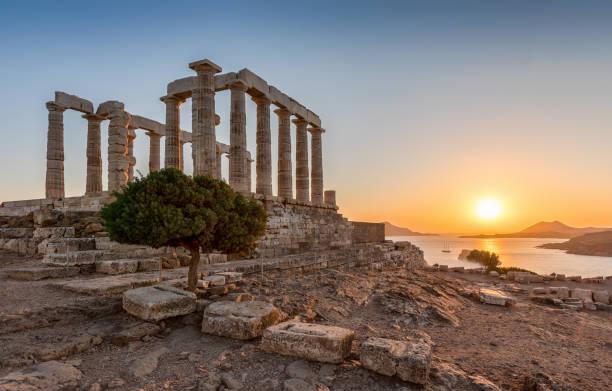 スニオン、アッティカ、ギリシャのポセイドンの古代寺院 - アテネ ストックフォトと画像