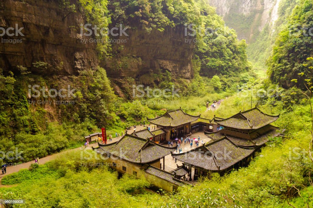 The ancient village in the three Bridges of wulong tiankeng - foto stock