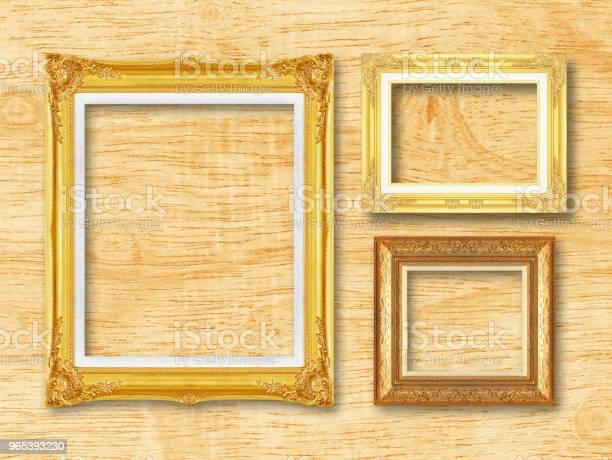 Foto de O Antigo Quadro Ouro Sobre Fundo De Madeira L e mais fotos de stock de Antigo