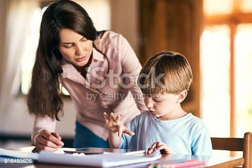 655532196 istock photo The app that's helping him become a grade A student 916493626