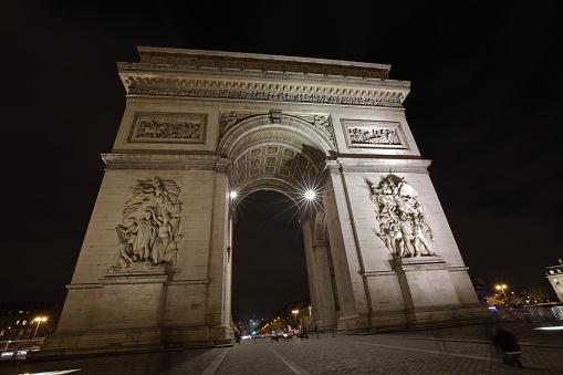 The Arc De Triomphe  Paris France - Fotografias de stock e mais imagens de Arco do Triunfo - Arco