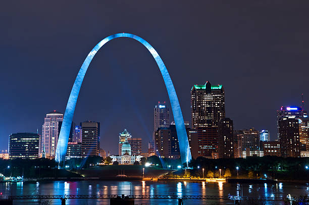 the arch in the city of st louis - st louis 個照片及圖片檔