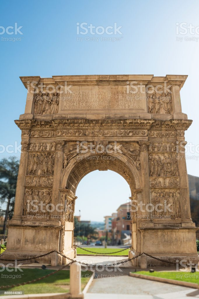 The Arch of Trajan in Benevento (Italy) - foto stock