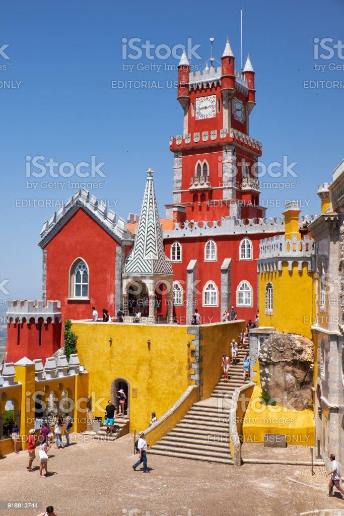 Die Bögen Terrasse, Kapelle und Glockenturm der Pena-Palast. Sintra. Portugal – Foto