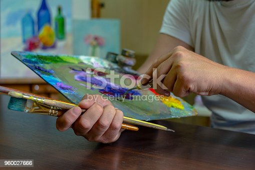 istock the artist's hands are kneaded with paints on a palette of palette knife 960027666