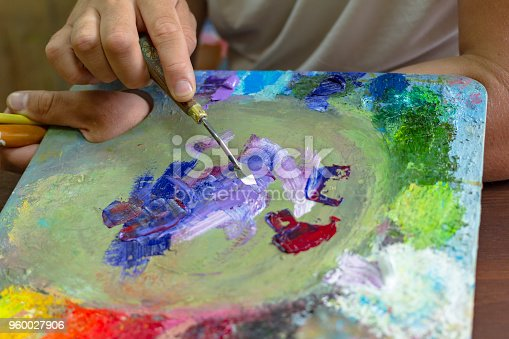 istock the artist's hands are kneaded with paints on a palette of palette knife 960027906