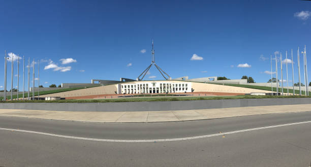 australiens riksdags hus i canberra - canberra skyline bildbanksfoton och bilder