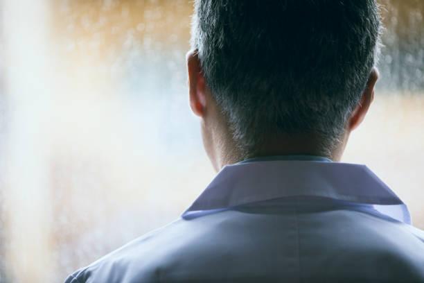 日本の中年男性の科学者のバック ストックフォト