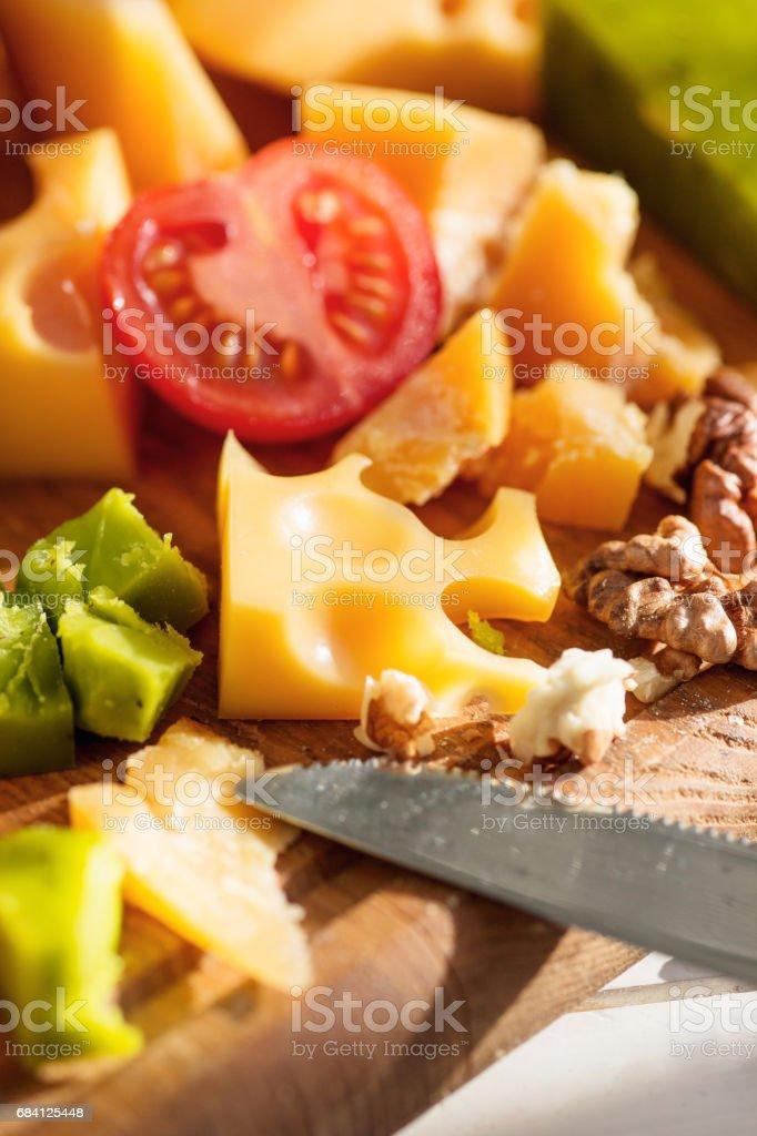 Het stokbrood en kaas op houten achtergrond royalty free stockfoto