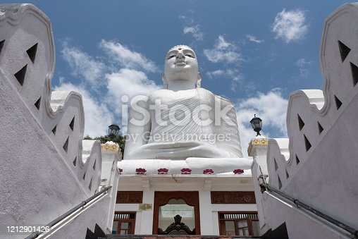 The Bahirawakanda White Buddha Statue is located alongside the Sri Maha Bodhi Temple which is on the top of the Bahirawa Kanda hill.Bahirawakanda is a village in the centre of the Kandy, Sri Lanka