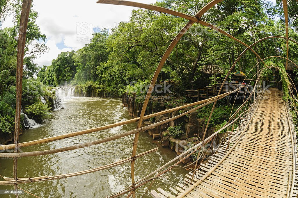Die Bambusrope Bridge In Tad Pha Souam Wasserfall Laos Stock