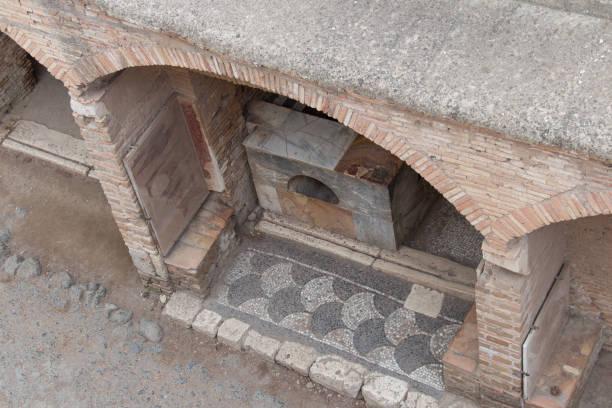 die bartheke in raum 6, von oben gesehen, im antiken römischen hafen von ostia antica, provinz rom, latium, italien. - römisch 6 stock-fotos und bilder
