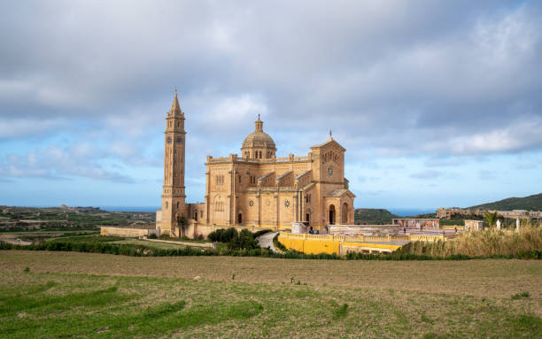 the basilica of the national shrine of the blessed virgin of ta' pinu in gozo island, malta - ratzinger foto e immagini stock