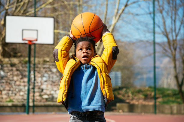 The basket is too high for little boys - foto stock
