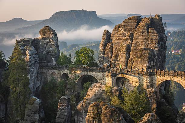 the bastei bridge, saxon switzerland national park, germany - nationaal monument beroemde plaats stockfoto's en -beelden