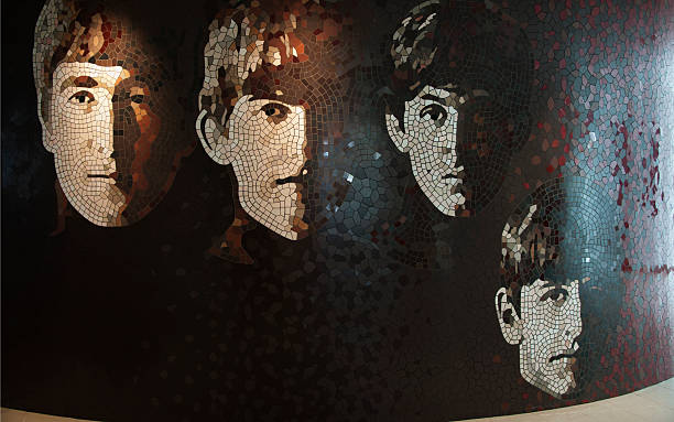 die beatles mosaikwand - beatles band stock-fotos und bilder
