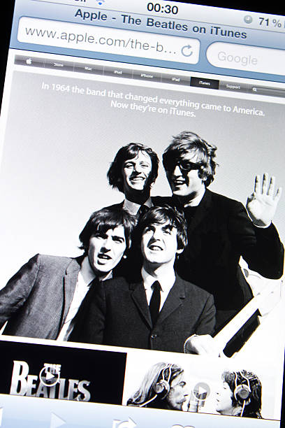 beatles auf apple itunes-website - beatles band stock-fotos und bilder