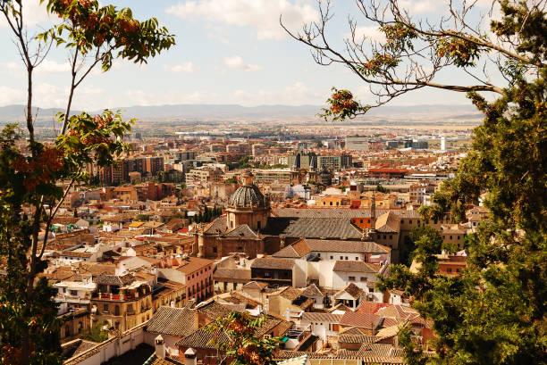 美しいグラナダ、スペイン - スペイン グラナダ ストックフォトと画像