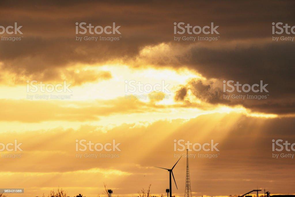 Piękne niebo zachodu słońca - Zbiór zdjęć royalty-free (Barwne tło)