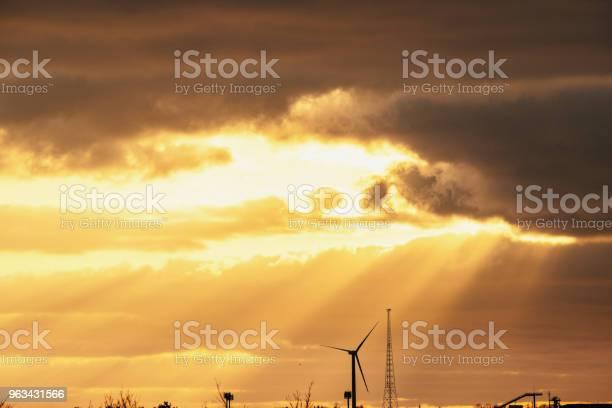 Piękne Niebo Zachodu Słońca - zdjęcia stockowe i więcej obrazów Barwne tło