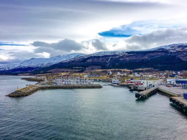 Das schöne Dorf Nesna in Nordland Grafschaft, Norwegen. – Foto