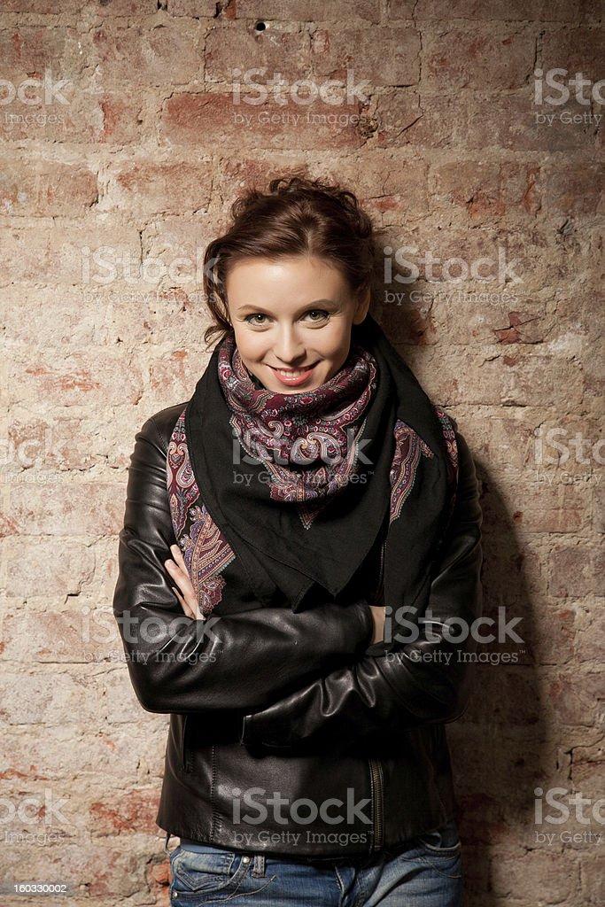 Der schönen Frau Gegen eine Wand – Foto