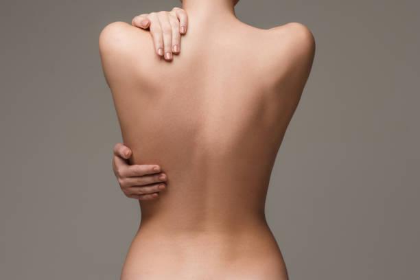 綺麗な女性の体に灰色の背景 ストックフォト