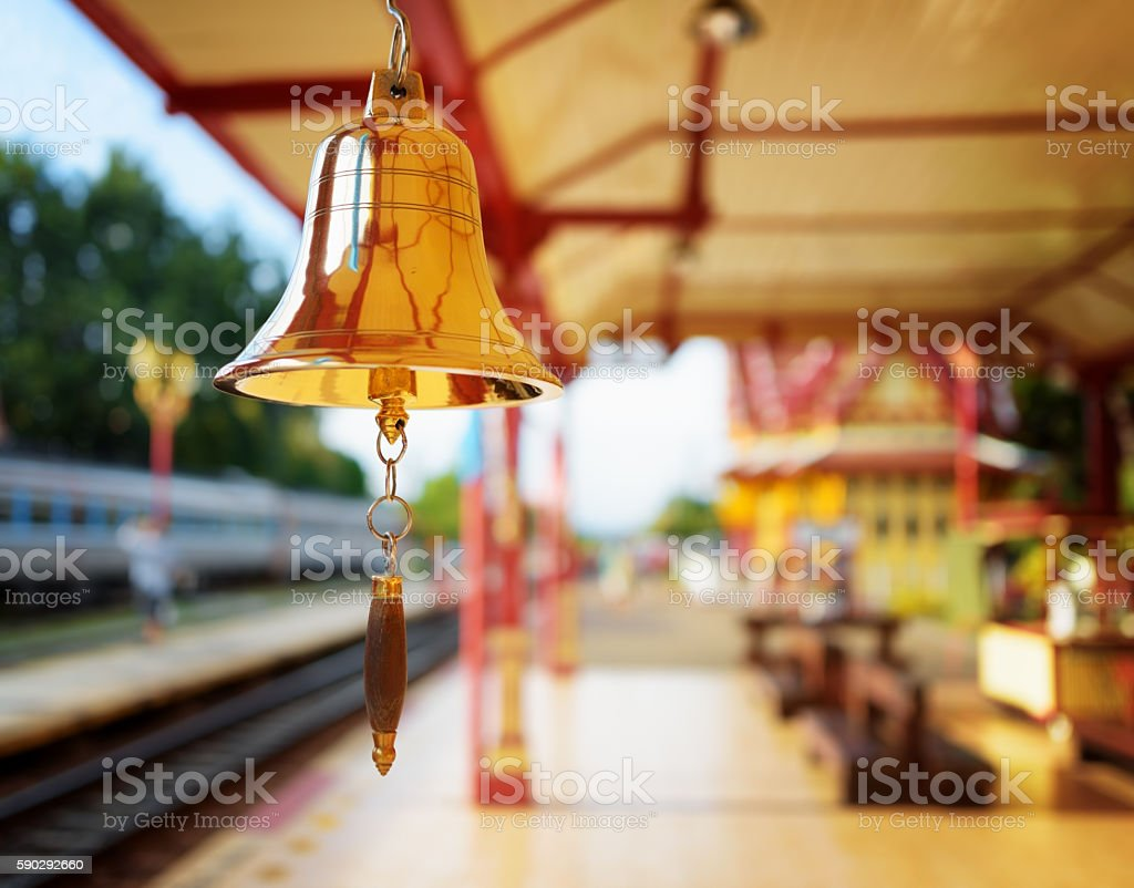 The bell is at the station Hua Hin in Thailand. Стоковые фото Стоковая фотография