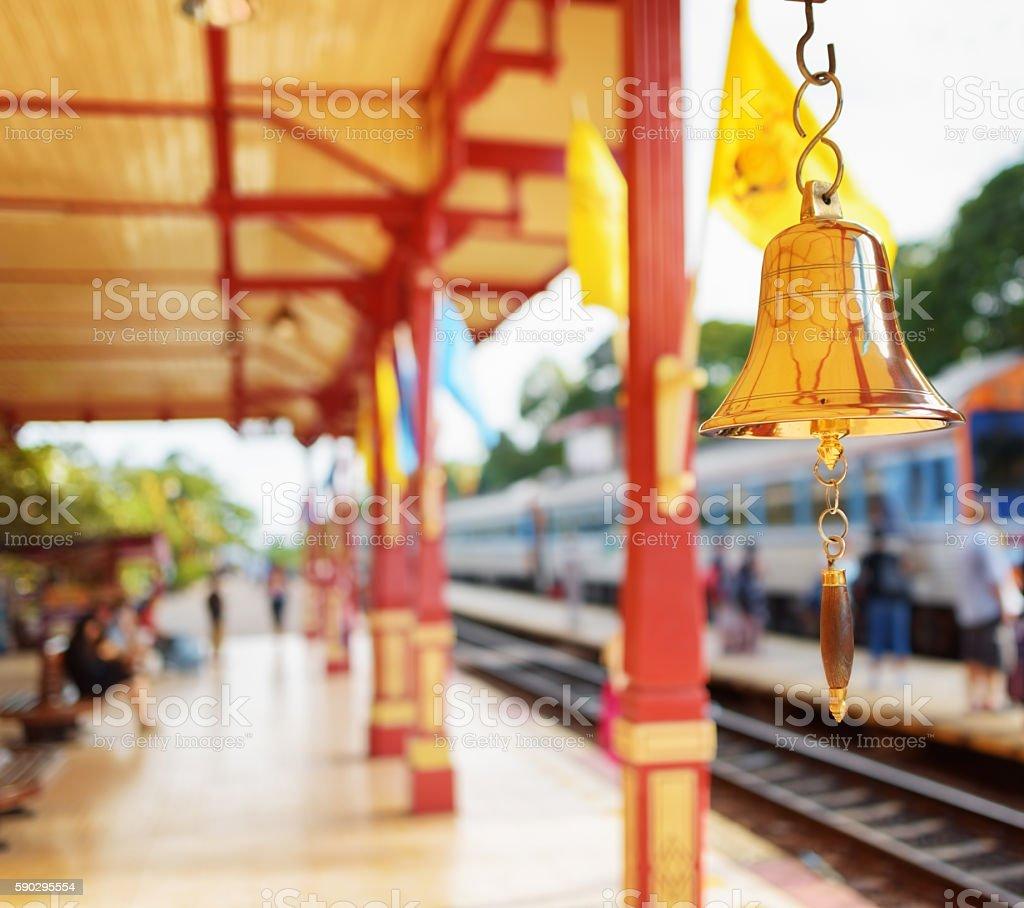 The bell is at the station Hua Hin in Thailand. royaltyfri bildbanksbilder