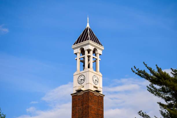 der glockenturm an der purdue university - purdue university stock-fotos und bilder