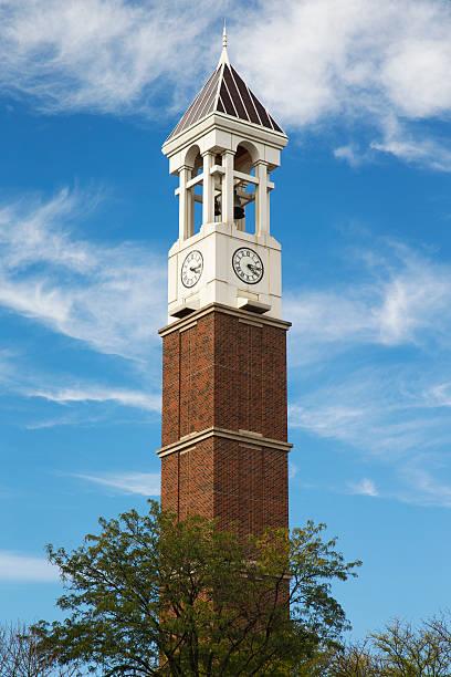 die bell tower auf dem gelände der purdue university - purdue university stock-fotos und bilder